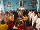 Митрополит Никодим очолив Божественну літургію у кафедральному соборі та чин похорону протоієрея Ярослава Комарницького у Бурківцях!